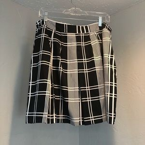 Banana republic skirt size 12 black and white